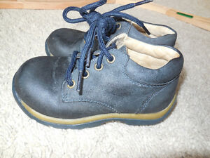 Stride Rite - Blue Leather Shoes - Size 7 & 1/2 - girls or boys