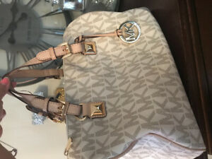 ded144dc62 Michael Kors   Buy or Sell Women's Bags & Wallets in Oshawa / Durham ...
