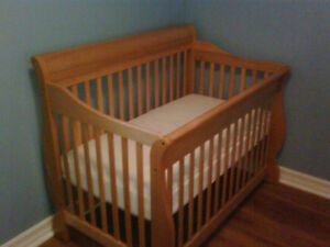 Convertible Crib & Change Table/Dresser