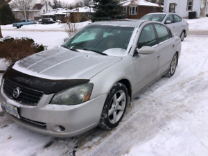 2005 Nissan Altima 3.5 for parts.  $800.00 or best offer.