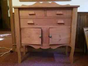 HUTCH/SIDEBOARD