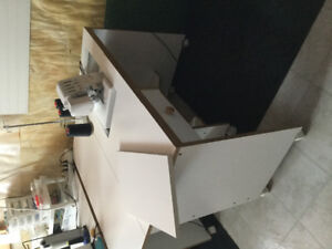 Horn Sewing Cabinet with haudralic Lift