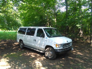 PENDING Low milage 2001 ford econoline e-350