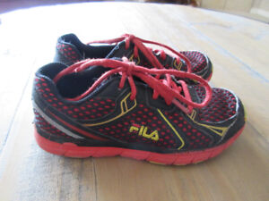Boys Fila Running Shoes size 2
