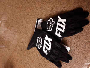 Brand NEW XS Youth Fox gloves