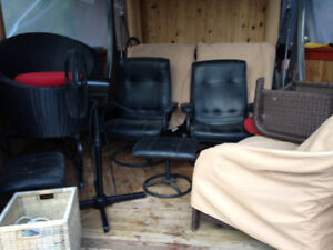 TWO MODULAR TYPE RECLINER CHAIRS AND OTTOMAN, COFFEE & END TABLE