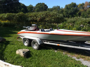 Flat bottom V drive ski boat