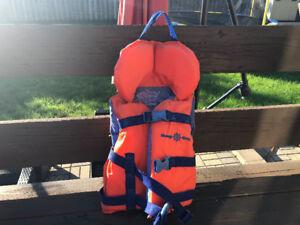 Infant Life Jacket/ Gilet de sauvetage pour jeune enfant