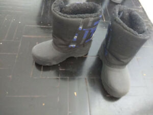 Toddler snow boots size 7