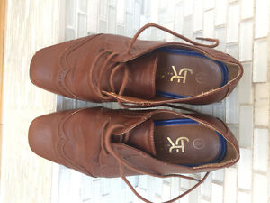 Boys brown leather dress shoes size 4