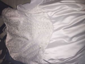 Unforgettable wedding dress (offers accepted)
