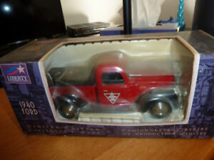Tirelire Canadian Tire camionnette 1940 Ford