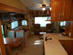 37' Keystone Fifth wheel with 4 tip outs.