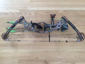 75 Anniversary Hoyt Lazertec RH Compound Bow with wood grip.