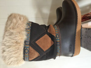 BAFFIN - size 8 ladies winter snow boot - like new