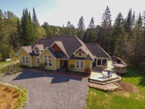 Gorgeous Home or Cottage on Muskoka River