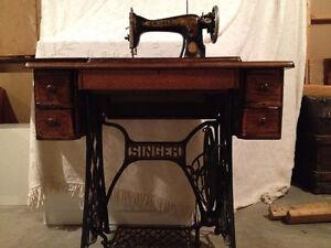 machine a coudre singer acheter et vendre dans grand montr al petites annonces class es de. Black Bedroom Furniture Sets. Home Design Ideas