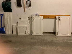 22 Thermofoil Kitchen Cabinet Doors/Drawer Fronts & Hinges etc.