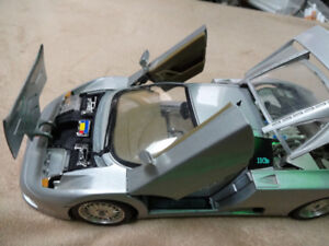 1/18 die cast model 1991 bugatti burago made in italy