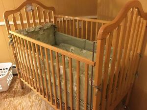 MINT CONDITION crib mattress and bedding with skirt Sarnia Sarnia Area image 2
