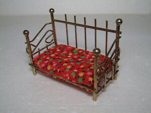 LOT OF 5 METAL VINTAGE COLLECTIBLE DOLLHOUSE FURNITURE London Ontario image 4