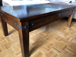 Vintage coffee table with ceramic middle