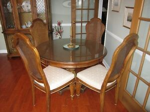 .Vaisellier,table, 6 chaises,  (Classique Stanley) Gatineau Ottawa / Gatineau Area image 4