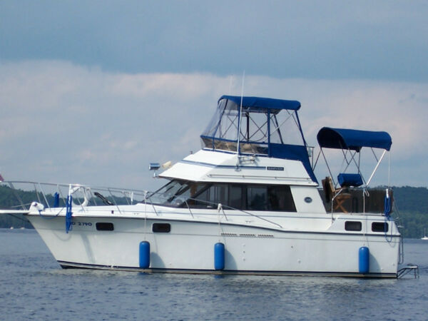 Used 1989 Carver Yachts Carver 32' AFT Cabins, Flying Bridge
