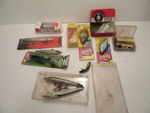 12 FISHING ITEMS = 10 LURES & 2 CONT. OF PARTS & FLY HOOKS