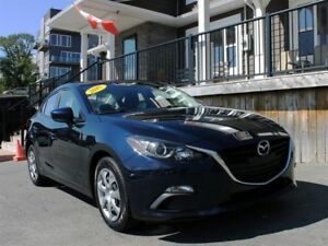 2015 Mazda 3 GX / 2.0L I4 / 6 speed / FWD **Excellent Cond't**