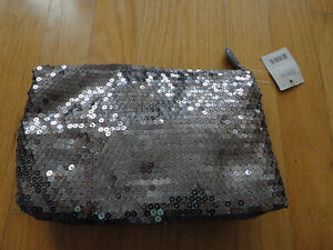 Brand new with tag set of 2 silver sequin bow front clutch purse London Ontario image 3