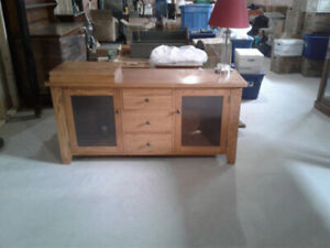 beautiful solid oak entertainment stand 18x63x30
