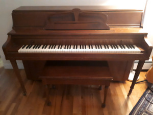 PIANO, Apartment size, good condition, NEED GONE ASAP!