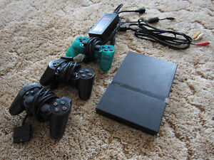 PS2 Slim + 3 controlers
