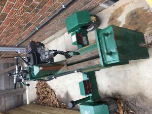 Log splitter serge master powered by Honda