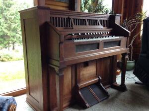 Estey pump Organ - 1910