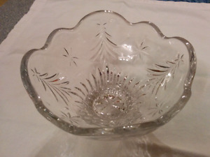 "Christmas bowl - etched glass - 6"" across"