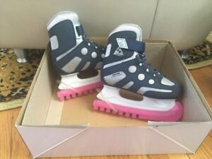 Boys skates size 10J Excellent Condition (with guards and box)