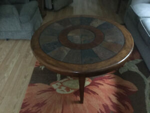 Round coffee table w/stone & wood top