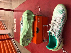 Soccer cleats : women's, various sizes, like new