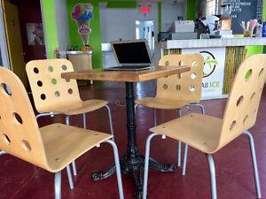 Table robuste en bois et métal