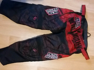 Black and red bike pants youth