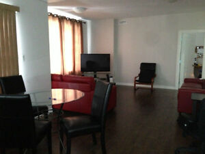 student rental huge rooms, furnished livingroom all inclusive Peterborough Peterborough Area image 4
