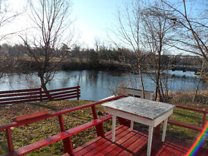 Gananoque WATERFRONT HOME:Priv Setting Downtown 25min to Ktown