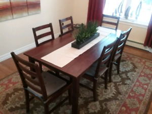 Table and six chairs (PRICE DROP)