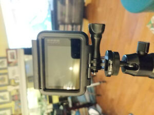 GoPro hero 7 blackt with nd all accessories and mounting bracket