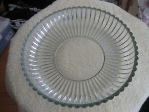 BEAUTIFUL OLD VINTAGE LARGE ROUND VERY THICK GLASS SERVING DISH
