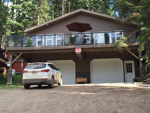 Furnished lake view house at Barrier Ford for rent.