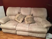 White/creamy 3 seater recliner couch in great condition.