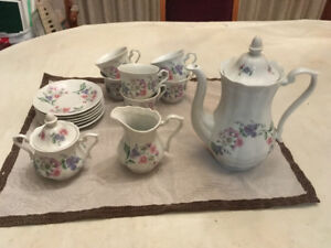Tea Set, Glassware & Mugs